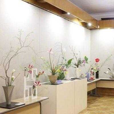 В Киеве проходит выставка икебаны и японских кукол