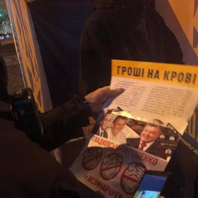 В Львове распространяли листовки против одного из кандидатов в президенты (фото)