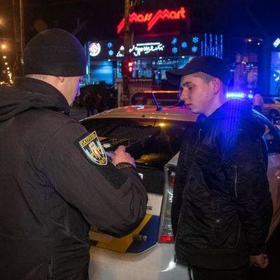 В Киеве пьяный подросток решился протаранить полицейское авто (фото, видео)