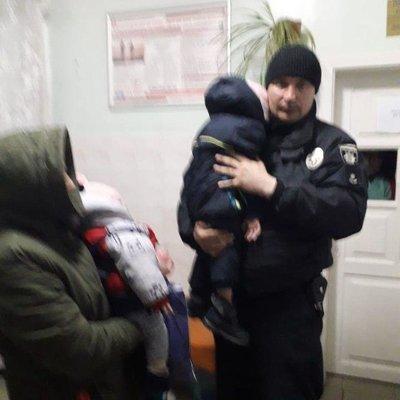 Под Киевом женщина бросила дочь с внуками ночевать на улице