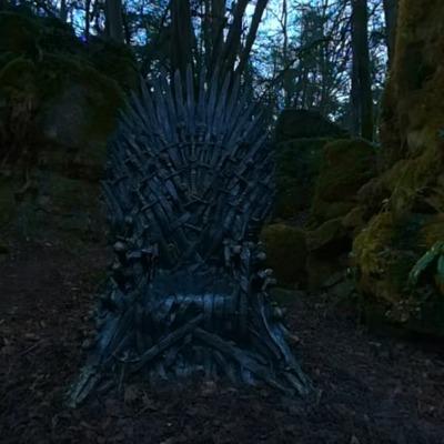 По всему миру расставили шесть тронов из
