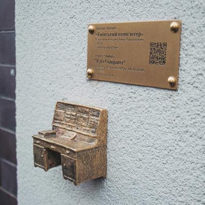 В Киеве появился новый мини-памятник