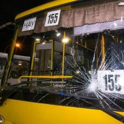 В Киеве на Дорогожичах автобус сбил трех сестер