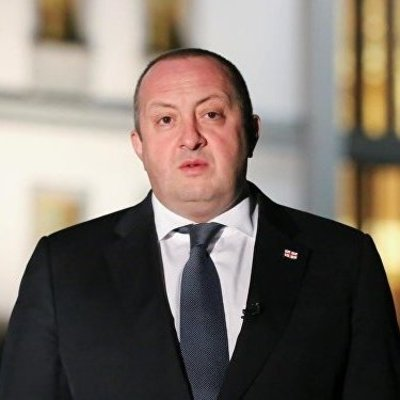 Экс-президент Грузии сдает коттедж во дворе своего дома туристам