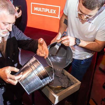 В Киеве киноманы отправили капсулу в будущее