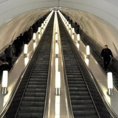 В киевском метрополитене с эскалатора упала пассажирка