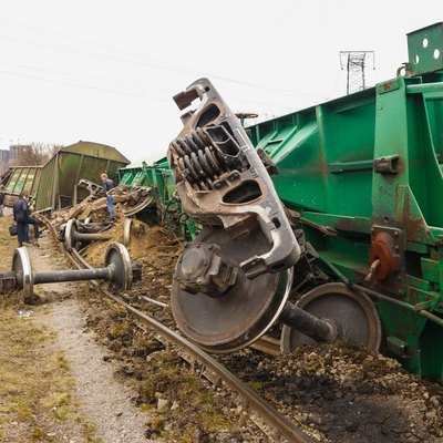 В Киеве на Выдубичах сошли с рельсов грузовые вагоны