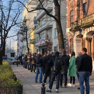 Из-за активных заробитчан голосование в Варшаве продлили на полчаса