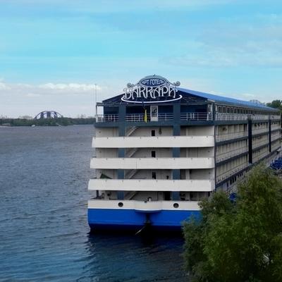 В Киеве продают крупнейший в Украине отель на воде