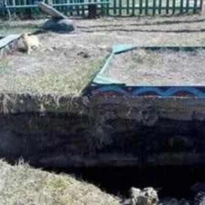 На Киевщине детская площадка провалилась под землю