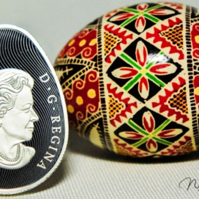 Канада выпустила золотую монету в форме яйца-писанки (фото)