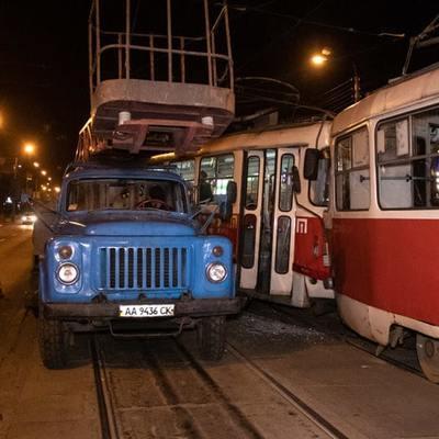 Лобовое столкновение трамваев в Киеве: стали известны подробности