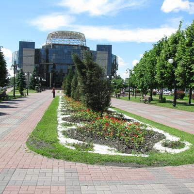 В парке у здания Соломенской администрации теперь будет играть украинская музыка