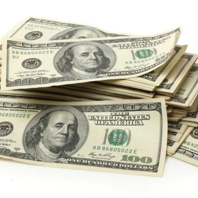 В центре столицы кидалы обменяли киевлянке 28 тысяч долларов на резанную бумагу