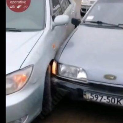 В Киеве пьяного виновника аварии привязали к столбу