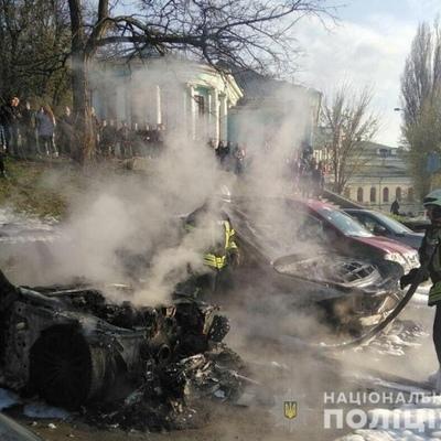 В центре Киева сожгли два автомобиля