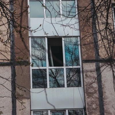 В Киеве мужчина выпрыгнул с лестничной площадки и разбился насмерть