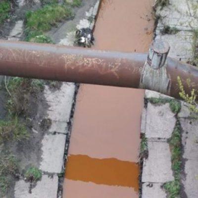 Вода в реке Лыбедь стала ржавого цвета