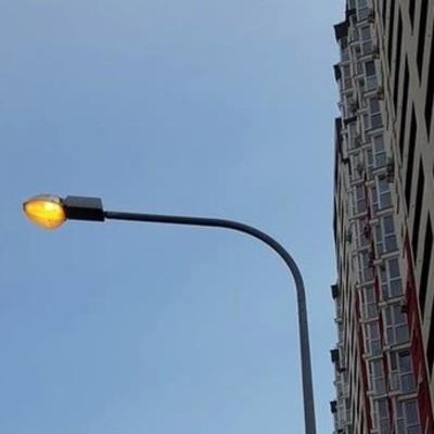 В Киеве днем горят уличные фонари