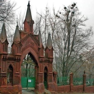В столице мужчина умер на могиле своих родителей