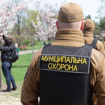 «Муниципальная охрана» обезвредили пьяного, угрожал отдыхающим в Сырецком парке