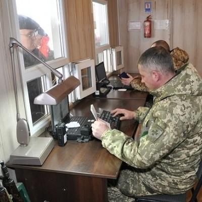 На Донбассе в очередях на КПВВ застряли более 200 автомобилей