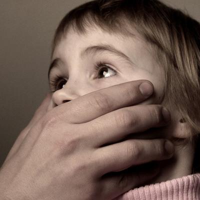 В столице педофил насиловал детей сожительницы, пока она была на работе