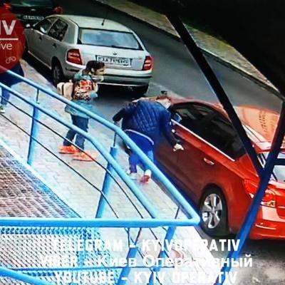 В Киеве компания пятиклассников исцарапала десяток машин у элитного ЖК