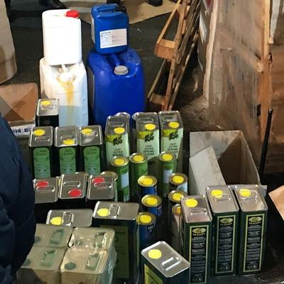 В Киеве в промышленных масштабах изготавливали поддельное оливковое масло