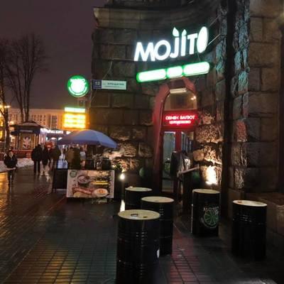 В центре Киева двое парней подожгли ночной бар