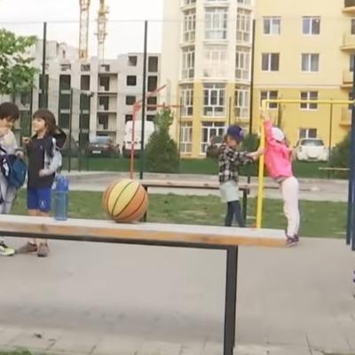 В Киеве на детской площадке произошел несчастный случай, ребенок в реанимации