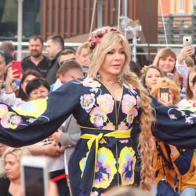 В столице прошел показ вышиванок, в котором приняли участие украинские звезды