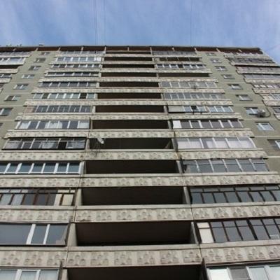 В Киеве подросток убирал на балконе и упал с 6-го этажа