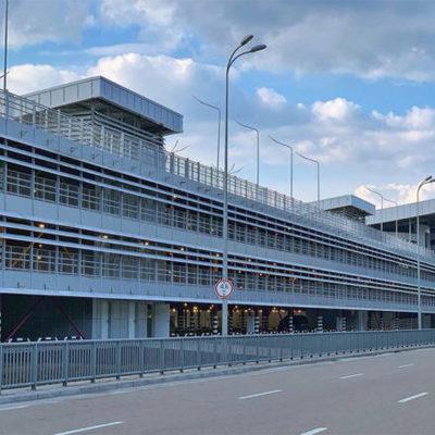 На крыше новой парковки в аэропорту