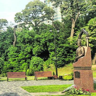 В Киеве открыли памятник азербайджанскому поэту и мыслителю
