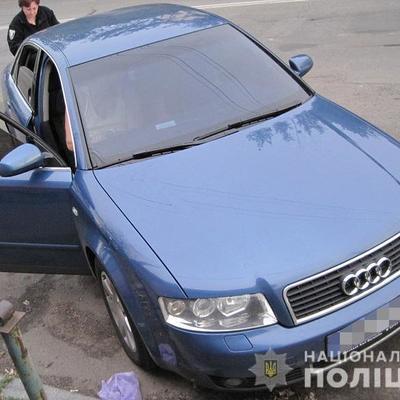 В Киеве таксист ограбил пассажира