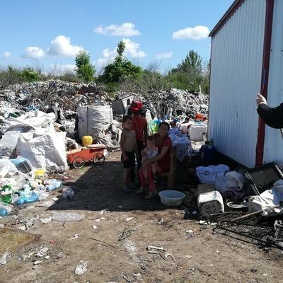 В Киевской области семья из Закарпатья обустроила жилище на мусорной свалке