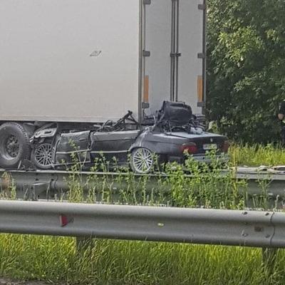 Под Киевом BMW влетело в фуру и загорелось, водитель погиб