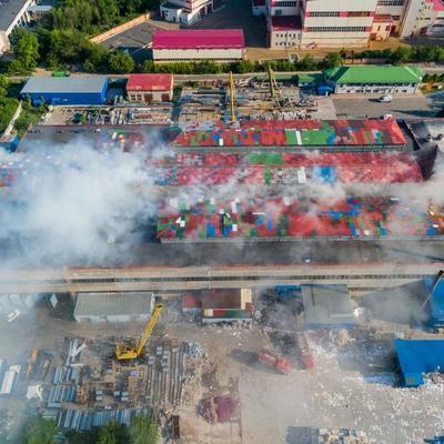 В Днепре загорелся завод по производству туалетной бумаги (фото, видео)