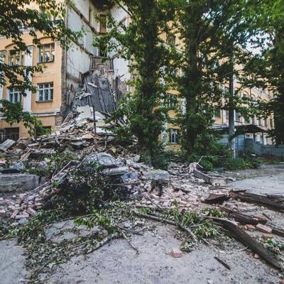 В центре Киева обвалилось здание колледжа (фото)