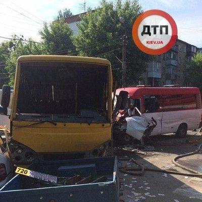 Под Киевом произошло масштабное ДТП с участием двух маршруток