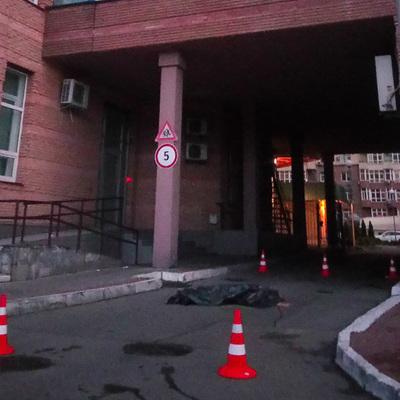 В Киеве женщина оставила видеообращение и выпрыгнула из окна 14 этажа