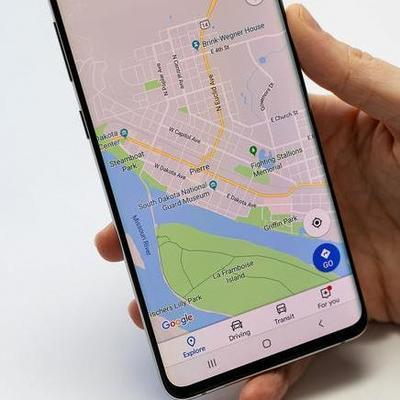 При помощи Google Maps можно отследить скорость движения авто