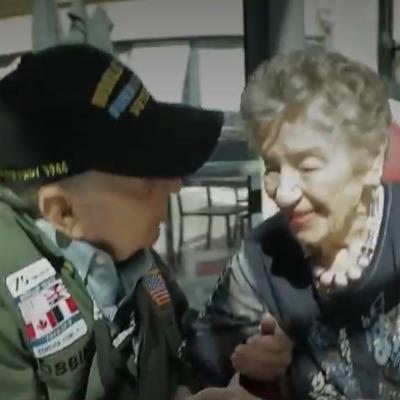 Ветеран войны встретился с возлюбленной после 75 лет разлуки (видео)