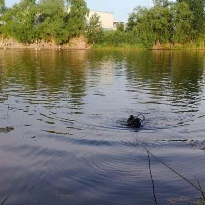 В Деснянском районе в озере утонул человек