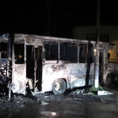 Под Киевом на стоянке сгорели 10 автобусов