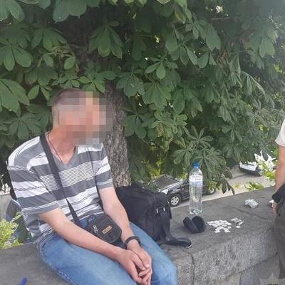 В Киеве фельдшер пытался пронести на территорию СИЗО наркотики