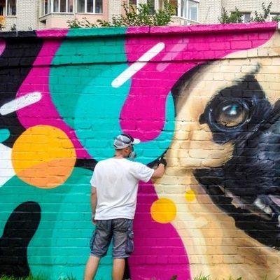 В Киеве появился мурал с изображением мопса
