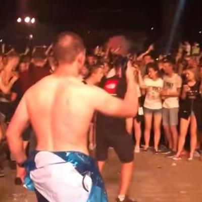 В Киеве зрители концерта устроили массовую драку (видео)