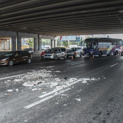 За отвалившийся кусок моста на Осокорках Кличко уволил руководителя КП «Киевавтодормост»
